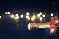 Abstract beeld van champagnefles en feestelijke lichten Royalty-vrije Stock Afbeelding