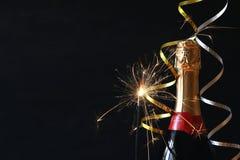 Abstract beeld van champagnefles en feestelijke lichten Stock Foto