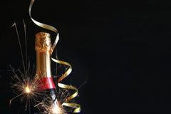 Abstract beeld van champagnefles en feestelijke lichten Royalty-vrije Stock Foto