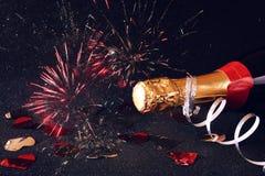 Abstract beeld van champagnefles en feestelijke lichten Royalty-vrije Stock Afbeeldingen