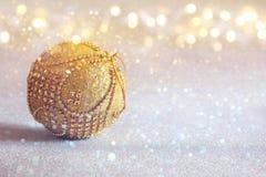 abstract Beeld van de baldecoratie van de Kerstmis feestelijke boom Stock Afbeeldingen
