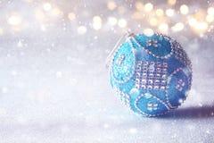 abstract Beeld van de baldecoratie van de Kerstmis feestelijke boom Stock Foto