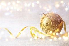 abstract Beeld van de baldecoratie van de Kerstmis feestelijke boom Stock Foto's