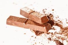 Abstract beeld van donkere chocolade op witte achtergrond Stock Afbeeldingen