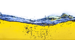 Abstract beeld van een gele gemorste vloeistof Stock Afbeeldingen