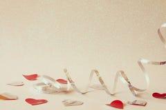 Abstract beeld van feestelijke lintdecoratie en harten Stock Foto