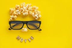 Abstract beeld van kijker, 3D glazen en popcorn, tekst Stock Foto