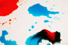 Abstract beeld van kleurrijke plonsen op wit Stock Foto's