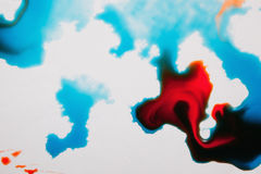 Abstract beeld van kleurrijke plonsen op wit Royalty-vrije Stock Afbeeldingen