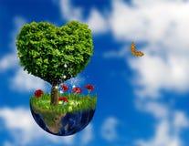 abstract beeld van planeet en boom in de vorm van een hart Royalty-vrije Stock Foto
