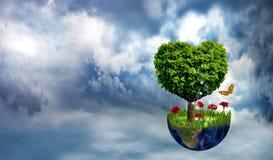 abstract beeld van planeet en boom in de vorm van een hart Royalty-vrije Stock Afbeelding