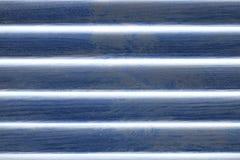 Abstract blauw venster met houten blind Close-up het houten afbaarden stock foto's