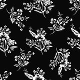 Abstract bloemen naadloos patroon, bloemenachtergrond, zwart-wit, kleurend boek Fantasiewit op zwarte achtergrond voor Stock Foto's
