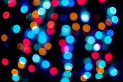 Abstract bokehonduidelijk beeld van lichte knipoogjes van de defocus de kleurrijke nacht op de straat Stock Fotografie