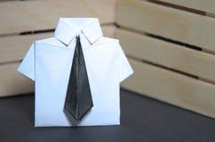 Abstract concept administratieve arbeider met origamikostuum en avondkleding Stock Foto's
