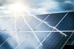 Abstract concept elektrische centrale die zonne-energie gebruikt Royalty-vrije Stock Afbeeldingen