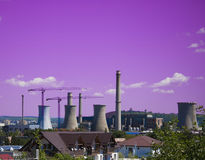 Abstract concept verontreiniging met petrochemische installatie Royalty-vrije Stock Afbeelding