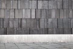Abstract concreet binnenland met donkergrijze muur Royalty-vrije Stock Afbeelding