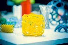 Abstract die voorwerp door 3d printerclose-up wordt gedrukt Stock Foto