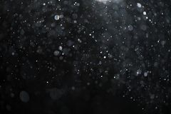 Abstract echt stof die over zwarte achtergrond voor bekleding drijven Stock Foto's