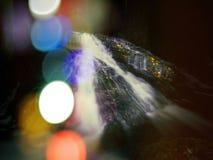 Abstract effect Stroomversnelling op kleine bergstroom tussen bemoste basaltrotsen Vage watergolven Royalty-vrije Stock Afbeeldingen