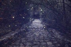 Abstract en geheimzinnig beeld van de oude poort van het heksenkasteel Stock Afbeeldingen