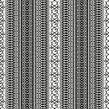 Abstract etnisch naadloos patroon, vectorillustratie, oude zwart-wit sierachtergrond Overladen verticale tracery in zwarte en vector illustratie