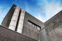 Abstract fragment van de grijze industriële bouw Royalty-vrije Stock Foto's