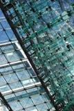 Abstract fragment van glas en staal de bouw Royalty-vrije Stock Afbeelding
