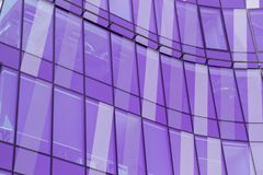 Abstract fragment van moderne die architectuur, muren van glas Po worden gemaakt Stock Afbeeldingen