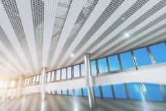 Abstract futuristisch binnenland met bezinningen Royalty-vrije Stock Foto