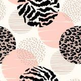 Abstract geometrisch naadloos patroon met dierlijke druk en cirkels Royalty-vrije Stock Afbeeldingen