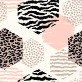 Abstract geometrisch naadloos patroon met dierlijke druk en zeshoeken Stock Foto's