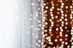 Abstract goud bokeh met zwarte achtergrond Witte dun transparen Stock Afbeeldingen