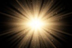 Abstract gouden modieus lichteffect voor een zwarte achtergrond De gouden magische gouden stralen en vliegen schitteren Heldere e vector illustratie