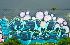 Abstract Graffitidetail op de bakstenen muur Stock Foto's