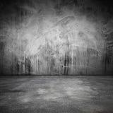 Abstract grungy binnenland met concrete vloer en muur Stock Foto