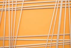 Abstract houten patroon op gele achtergrond Het concept van de creativiteit Stock Afbeelding