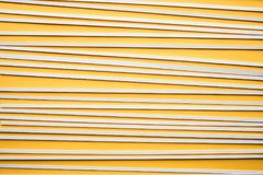 Abstract houten patroon op gele achtergrond Het concept van de creativiteit Royalty-vrije Stock Afbeeldingen