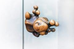 Abstract interessant handvat op de glasdeur Sluit omhoog De ruimte van het exemplaar Stock Afbeeldingen