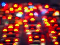 Abstract kleurrijk die onduidelijk beeld DE van gele en rode Staartlichten wordt geconcentreerd van auto's Stock Afbeelding