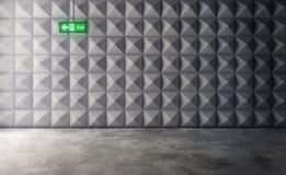 Abstract leeg concreet binnenland met veelhoekig muurpatroon en Stock Afbeelding