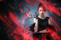 Abstract manierportret van jonge vrouw met vlam Stock Foto's