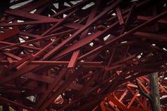 Abstract modern houten architectuurfragment Rode ontwerpelementen Royalty-vrije Stock Afbeeldingen