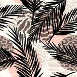 Abstract naadloos patroon met dierlijke druk, tropische planten en geometrische vormen Stock Afbeeldingen