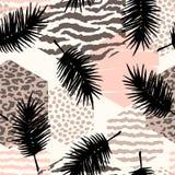 Abstract naadloos patroon met dierlijke druk, tropische planten en geometrische vormen Stock Fotografie