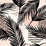 Abstract naadloos patroon met dierlijke druk, tropische planten en geometrische vormen Stock Afbeelding
