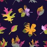 Abstract naadloos vectorpatroon van kleurrijke die de herfstbladeren door de wind worden gedragen stock afbeeldingen