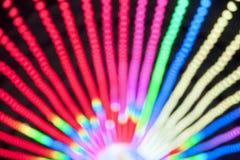 Abstract onduidelijk beeld bokeh van kleurrijke lichten binnen pretparktunnel bij nacht Stock Fotografie