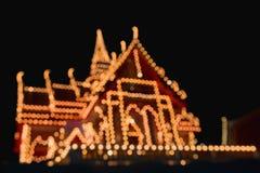 Abstract onduidelijk beeld en bokeh van lichten bij tempel in Thailand Stock Afbeelding